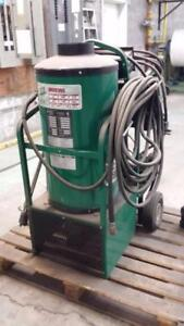 Machine a pression eau chaude 220 volts et diesel pour le bruleur