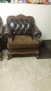 3 piece leather couch set London Ontario image 2