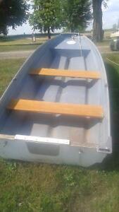 12 foot 'fibreglass boat,trailer,trolling motor London Ontario image 1
