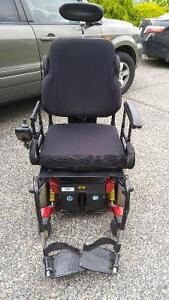 2007 Quantum 6000 electric Wheelchair with hydraulic tilt