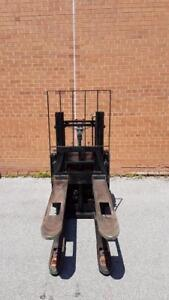 BT ELECTRIC PALLET JACKS PALLET / STACKERS OFF LEASE