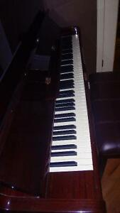 Samick SU-121 Upright Piano in Excellent Condition & Tuned Kitchener / Waterloo Kitchener Area image 2