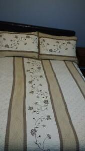 Queen size quilt  2 shams