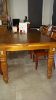 Dining Table 8000 Negotiable Port Macquarie