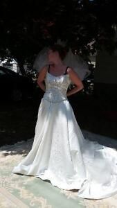 2 pieces  Alfred Sung  wedding dress For Sale
