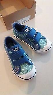Girl's shoes size 7M