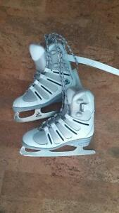 New style Figure skates with hockey boot