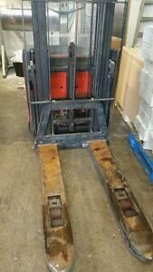 BT LSF 1250 Electric Pallet Stacker & 24 V Charger