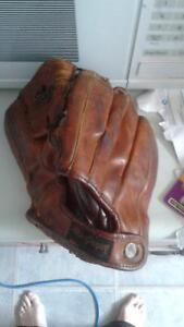 VINTAGE BASEBALL GLOVES 3 FINGERS