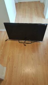 32 inch HD Smart tv (element) in very good condition