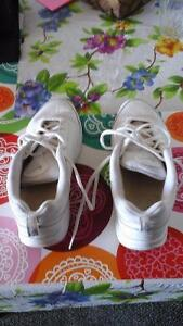 2 pairs of women's shoes for Sale in new condition