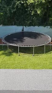 Excellent and Fun Trampoline