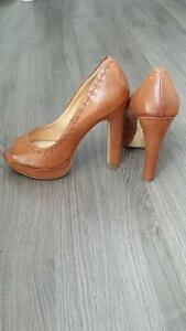 le chateau high heels never worn Windsor Region Ontario image 3
