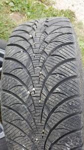 Good Year tires, 235/55R19. Previous Car is a Chrysler 300s.