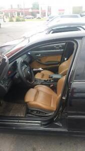 2003 BMW 330XI M package Berline