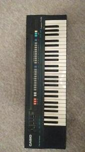 Casio Casiotone CT-370 Electronic Keyboard and Stand