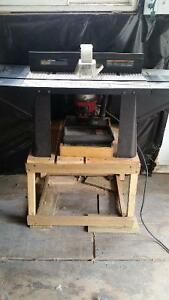 Router with table