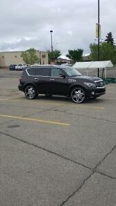 2011 Infiniti QX56 Premium  & technology package SUV, Crossover