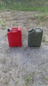 MILITARY STYLE GAS AND WATER CAN