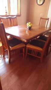 Dinning room set table and six chairs