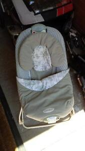 Graco Foldable Bouncy Seat Kitchener / Waterloo Kitchener Area image 2