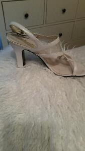 Pearl white chunky heel ladies shoes (size 7.5)