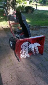 Snow blower Troy Bilt 24 inches very good state Seen little use.
