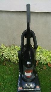 Aspirateur Dirt Devil Vertical Bagless Vacuum