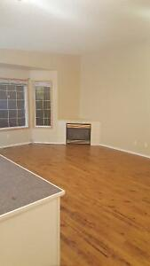 Lovely Strathmore bungalow - 3 bed, A/C, Large basement