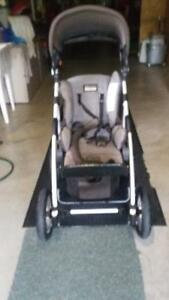 Stroller and lounge baby chair Peterborough Peterborough Area image 2