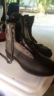 Safety boots size 9 (42)