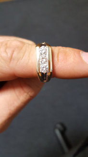 GENTS 10ct YG 1.00ct total 3X Round brilliant DIAMOND RING