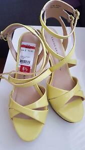 Yellow sandals vsize 6,5 NEW