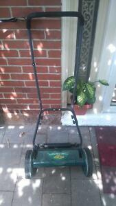 manual push lawnmower