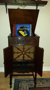 """Antique Phonograph$25 """"GOLDEN THROATED INTERNTIONAL"""""""