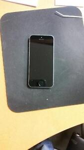 Iphone 5S locked to Roger Pristine condition_$250