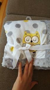 Brand new owl blanket Peterborough Peterborough Area image 1