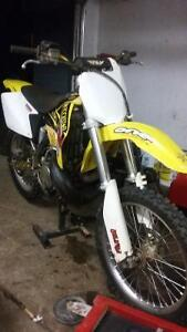 2003 Sukuki RM250 lots of parts