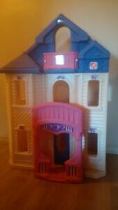 STEP 2 Barbie / Doll House and Furniture Cambridge Kitchener Area image 1