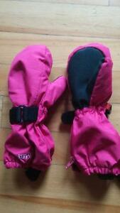 girls winter gloves Kombi size medium (4-5)