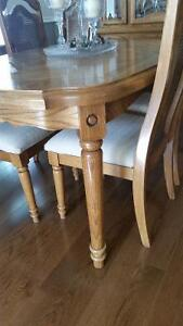 BEAUTIFUL SOLID OAK DINING ROOM SUITE Kitchener / Waterloo Kitchener Area image 2