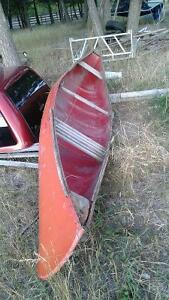old canoe.haul looks good.wood inside needs replacing