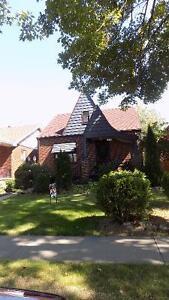 4 Bedroom, 2 Bath House,Walkerville,Quiet,Parking,$1250+,Oct 1