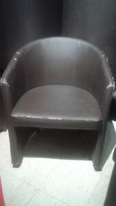 Fauteuils et chaises usagés