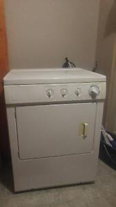 Frigidaire FEQ332CES Front Load Electric Dryer 27in, 5.7 Cu. Ft