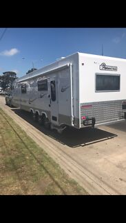 Island star caravan 2017
