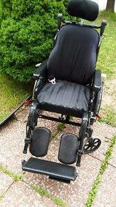 Tilting+Reclining Wheelchair used for less than one month+Table