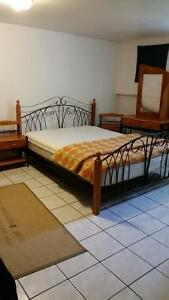 Set chambre à coucher + matelas en prime