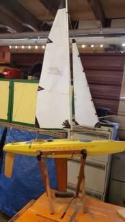 RC Sailing Boat