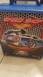 Hot Wheels portable carry all with cars